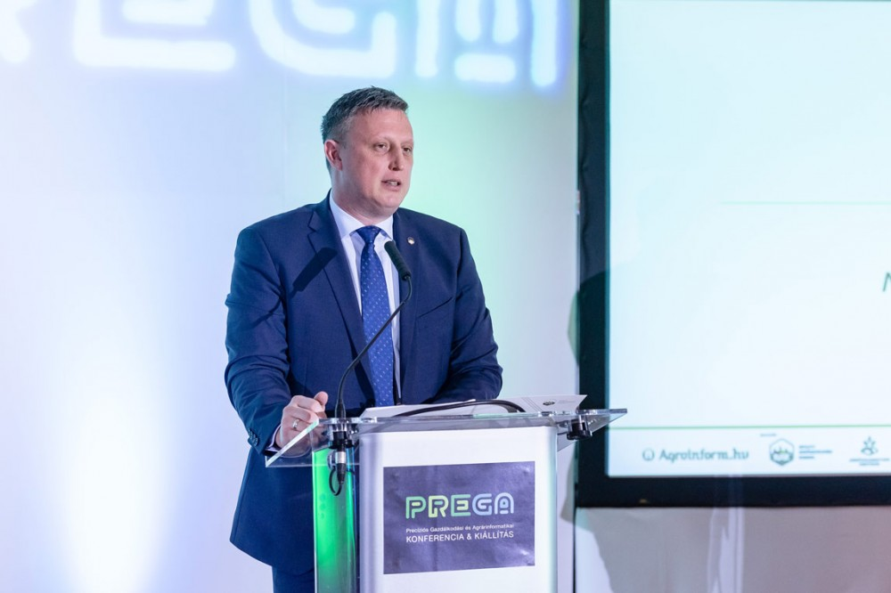 Győrffy Balázs, a NAK elnöke beszélt arról, hogy a jogalkotási folyamatok és a precíziós gazdálkodáshoz való hozzáállás, az ami igazán nagy segítséget nyújthat az ágazatnak