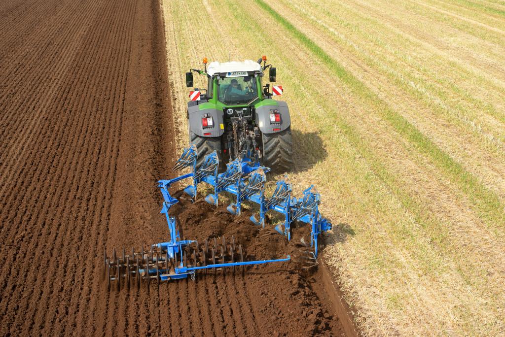 The new mounted plough LEMKEN Juwel 10