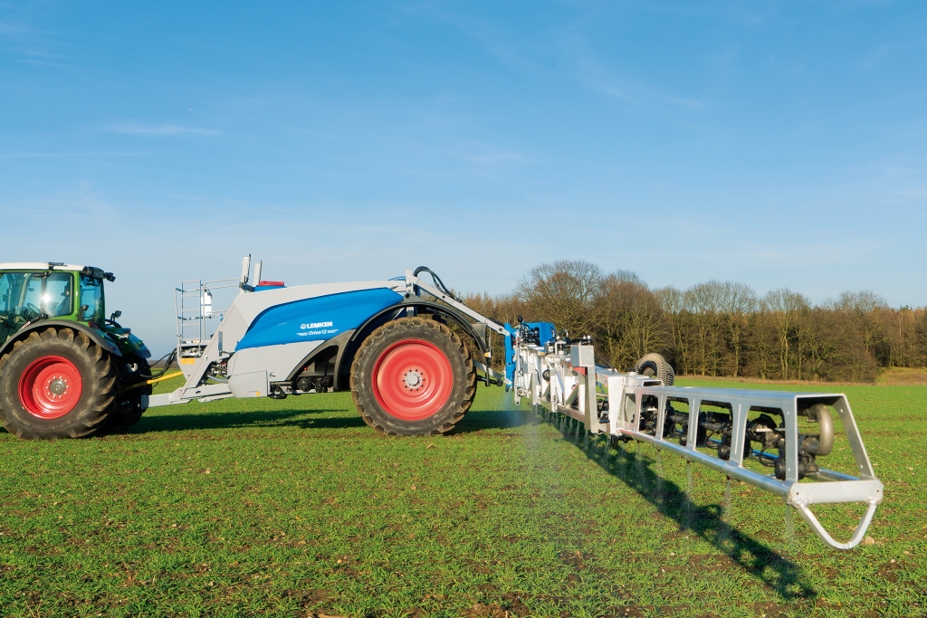 The new trailed field sprayer LEMKEN