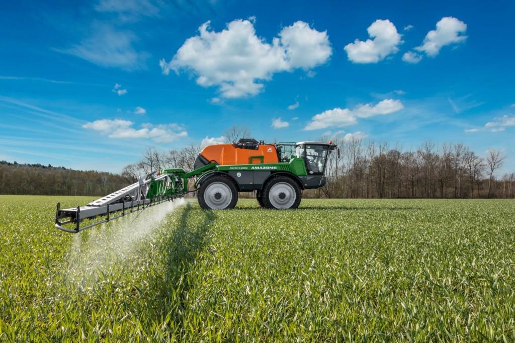 A Pantera 4504 új mértéket szab a precíz növényvédelem és a kezelési kényelem terén.