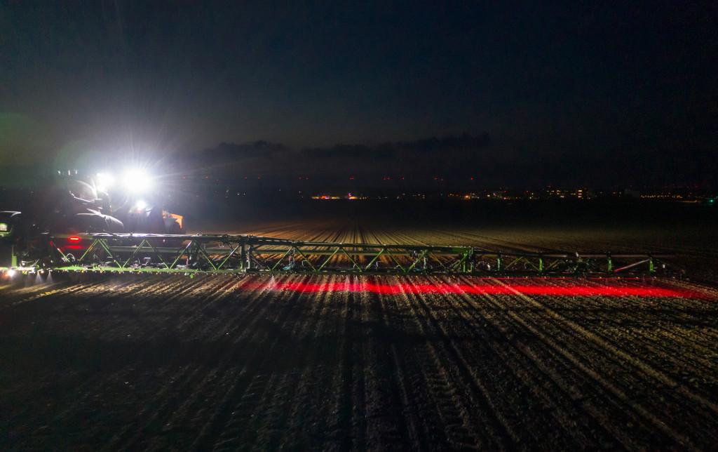 A speciális fejlesztésű LED-fénytechnológiának köszönhetően sötétben is megbízhatóan használható.